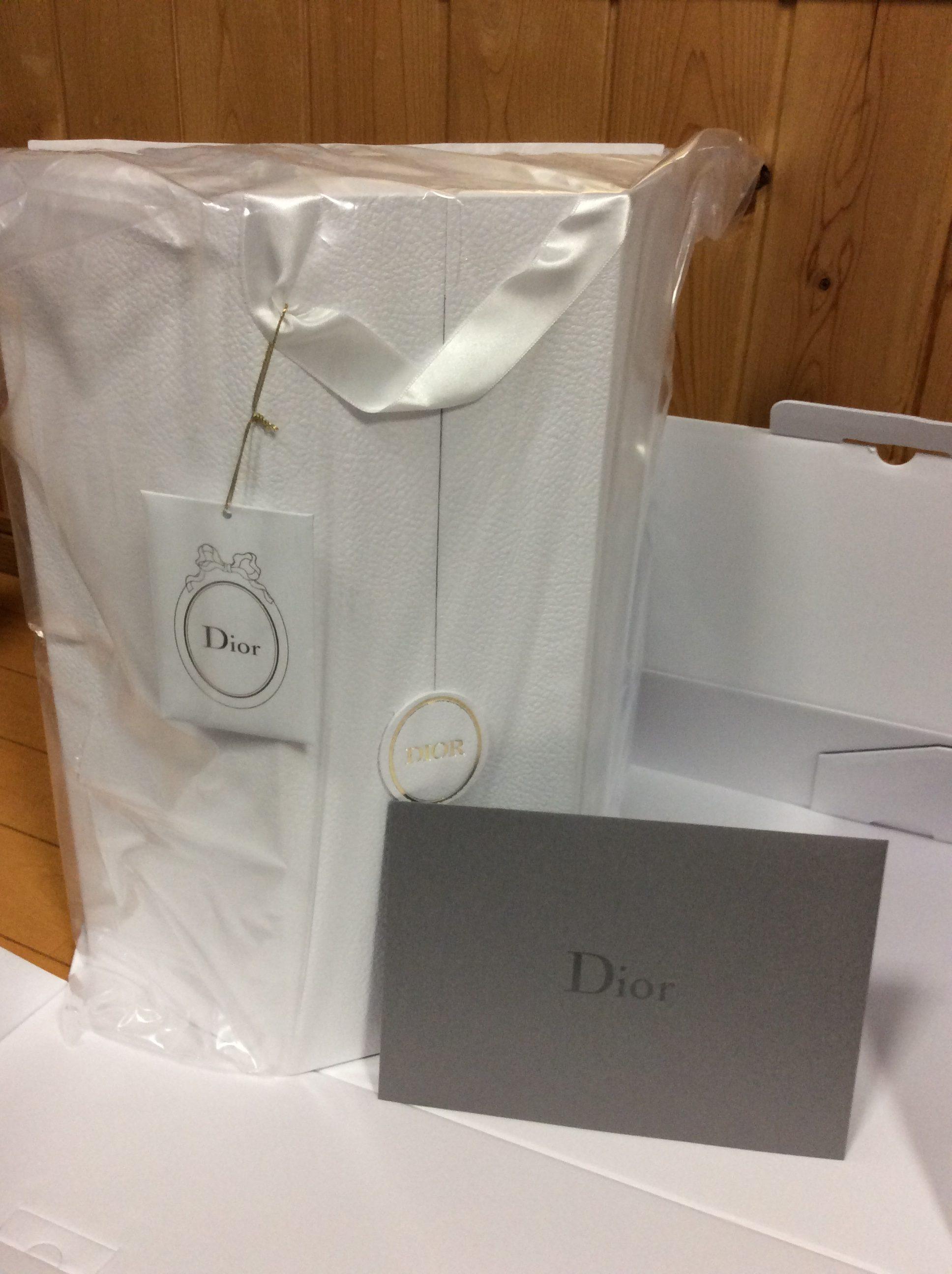 Dior アドヴェントカレンダーと封筒