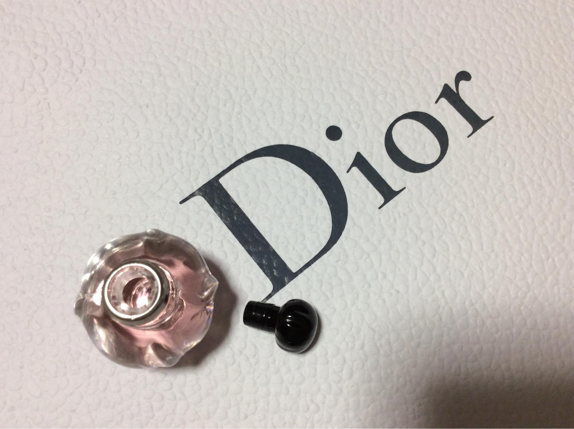 Dior プワゾンガール ミニチュアはコルクが開けづらい